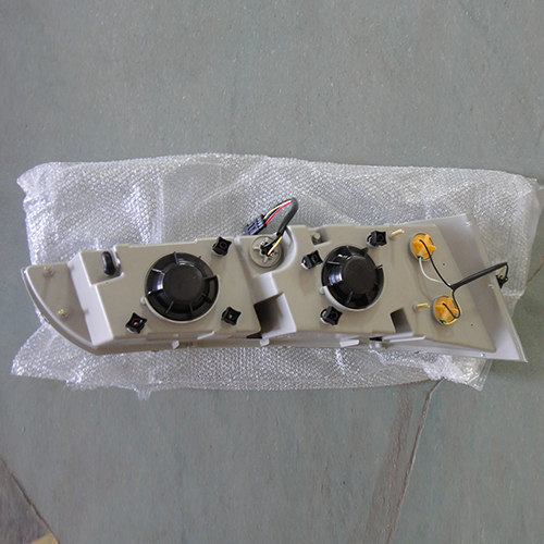 HC-B-1174 YUTONG WHITE OR BLACK HEAD LAMP OUTLINE SIZE:667*248*343 FOR YUTONG 6860,6896 24V WITH BOARD WITH EMARK